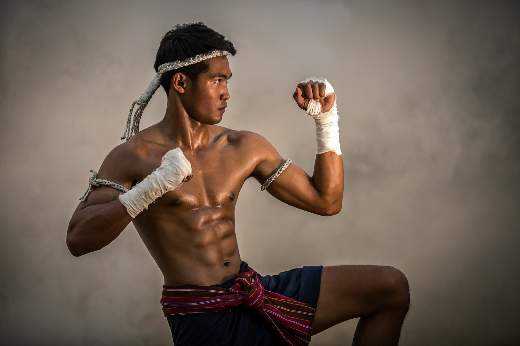 How to Lose Weight With Muay Thai Workouts