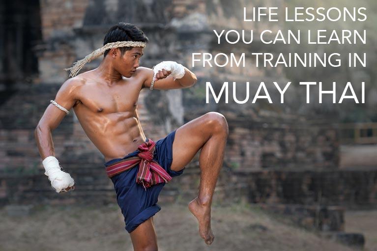 Thai fighter kneeing